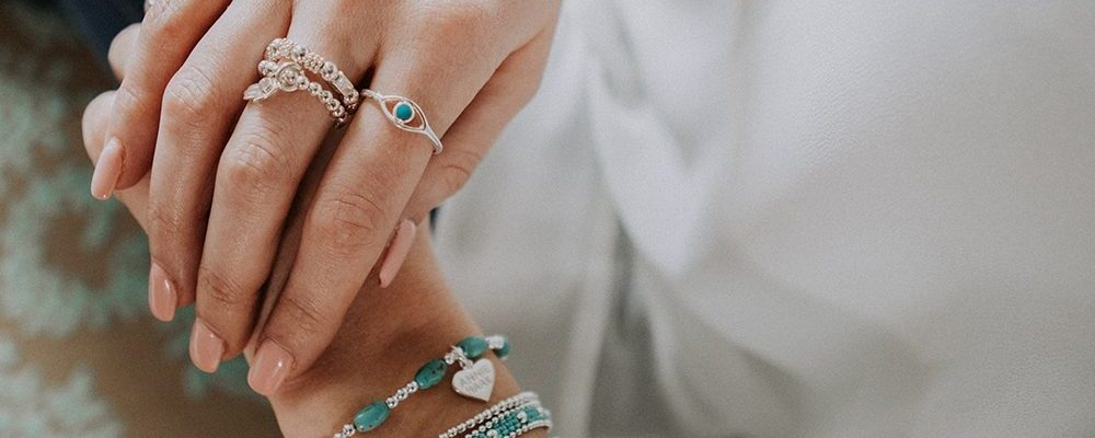 How to Stack Your Jewelry Like A Fashion Pro