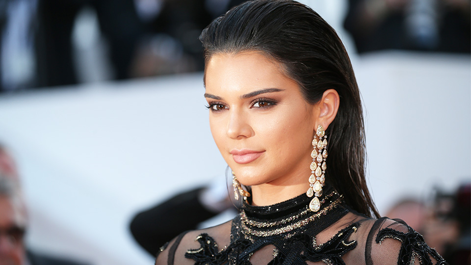 How Kendall Jenner accessorizes her outfits